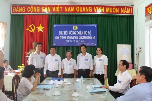 Ban Chấp hành Công đoàn cơ sở Công ty TNHH MTV Khai thác công trình thủy lợi Bến Tre nhiệm kỳ 2017 – 2022 ra mắt tại Đại hội