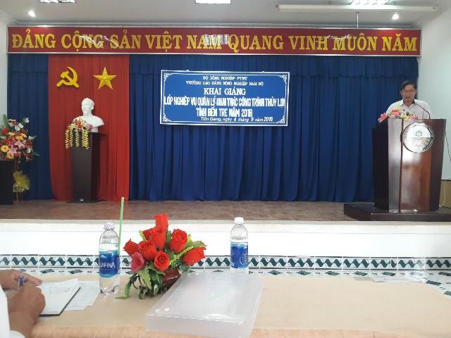 Ông Hồ Ngọc Hậu phát biểu tại Lễ khai giảng (Ảnh: C.T.Xuân)