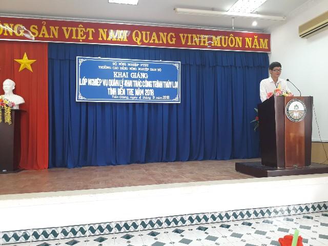 Ông Nguyễn Văn Cổn phát biểu khai giảng lớp Nghiệp vụ (Ảnh: C.T.Xuân)