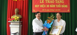 Lễ kết nạp Đảng viên mới và trao tặng Huy hiệu 30 năm tuổi Đảng